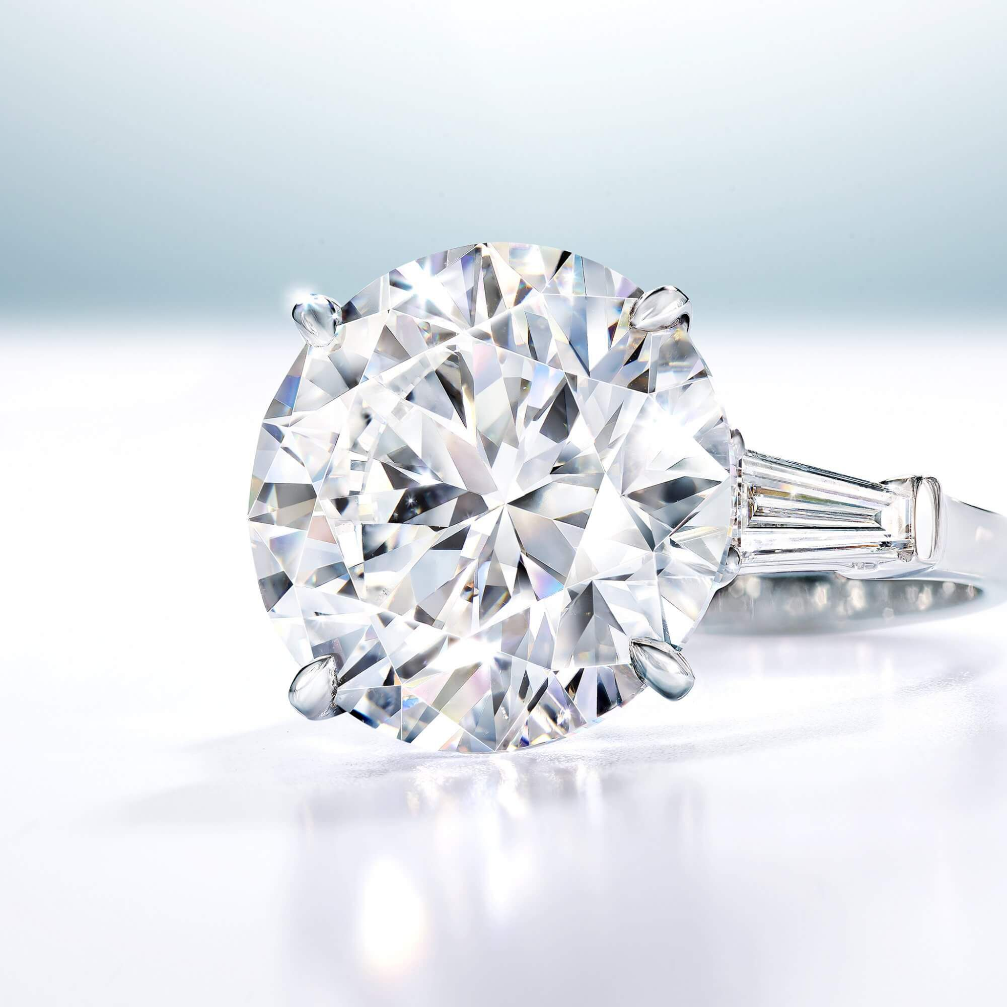 A 11.15 D Flawless Round Diamond Graff ring - GR48243