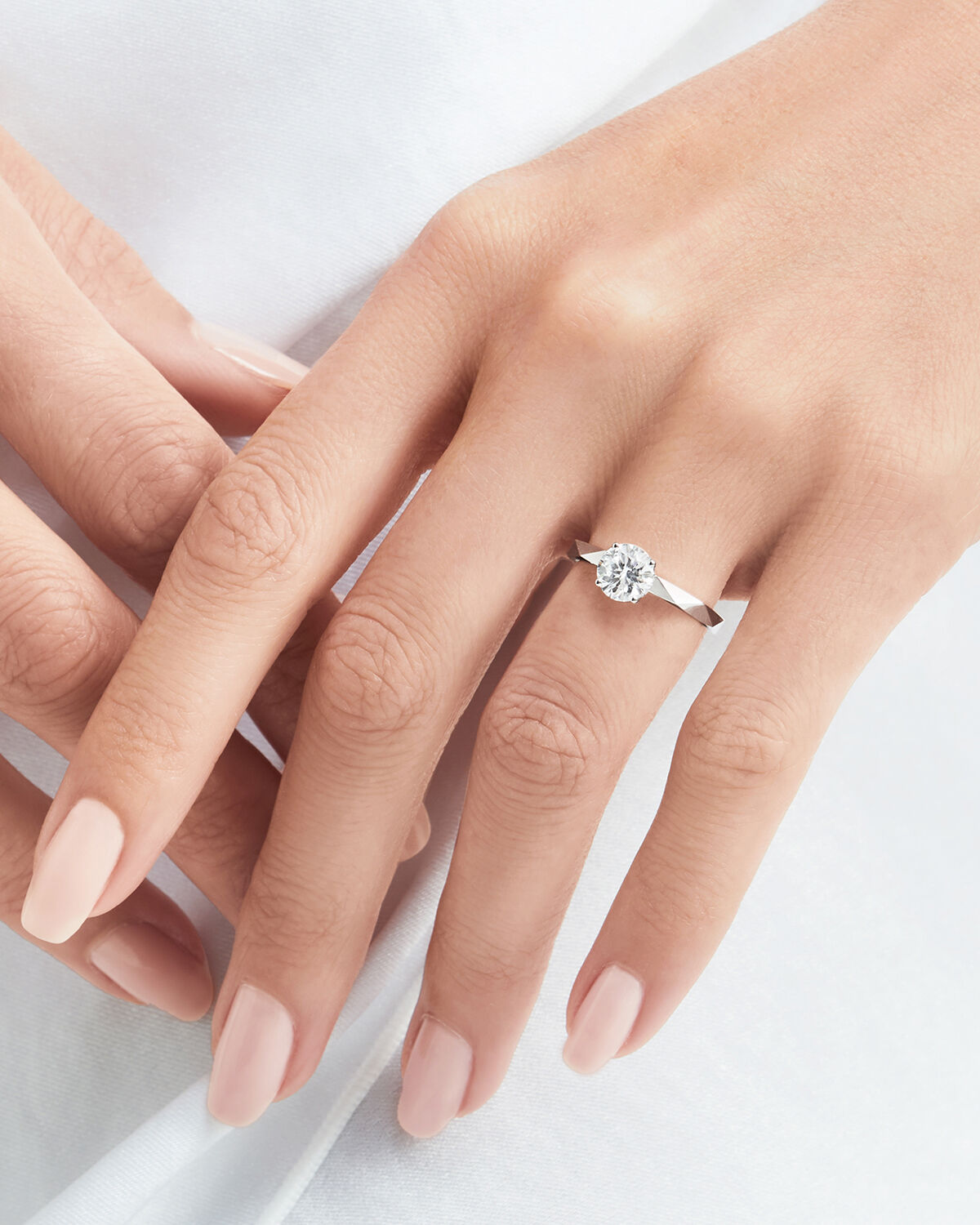Close up of a model wearing a Laurence Graff Signature engagement ring